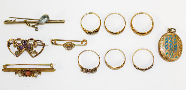 A small collection of jewellery (4 brocches, one locket, six rings)