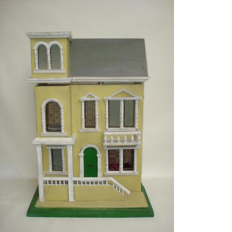 Painted wooden dolls house, English circa 1910