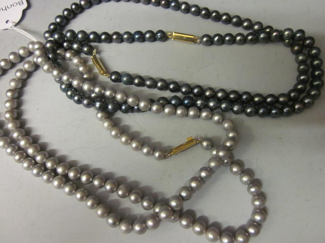 A single black cultured pearl necklace, (4)