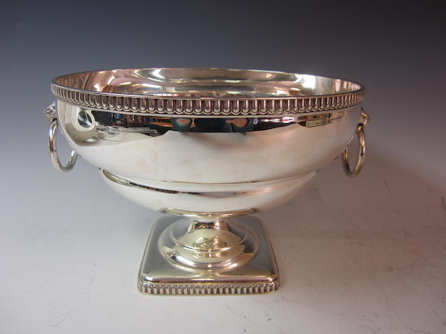 A silver pedestal rose bowl, by Atkin Brothers, Sheffield 1928,