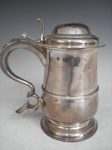 A George III silver lidded baluster tankard by Langlands and Robinson, Newcastle 1802