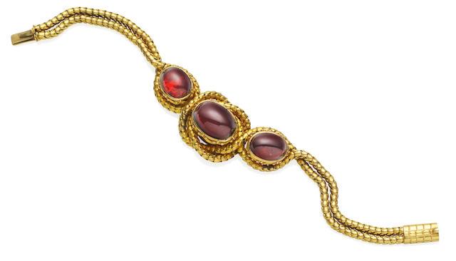 A carbuncle bracelet