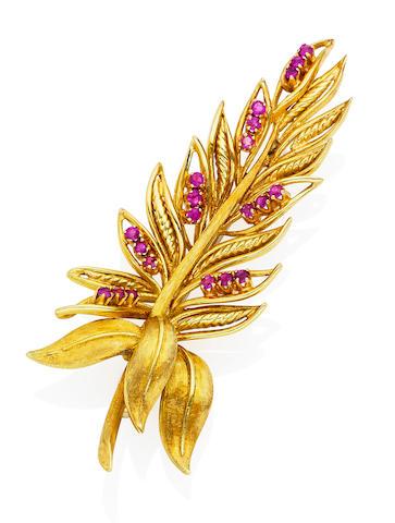 A pink sapphire brooch