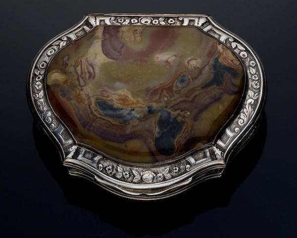 An 18th Century silver and agate mounted snuff box Unmarked