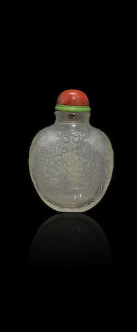 A carved crystal 'bats' snuff bottle Qianlong