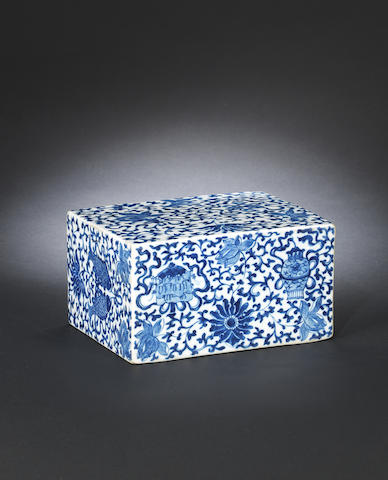 A blue and white porcelain pillow Qianlong