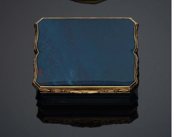 A late 18th /early 19th century bloodstone and gold mounted snuff box With a bird's head discharge mark to the flange, the 19 carat gold mark in Hanau,