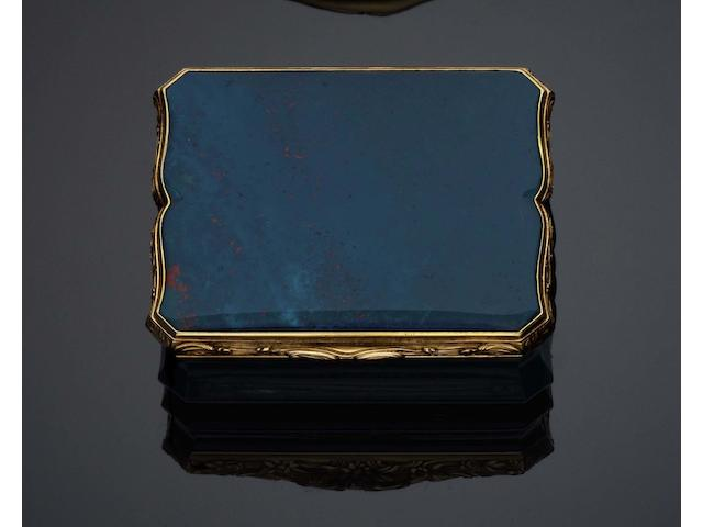 A late 18th /early 19th century bloodstone and gold mounted snuff box With the Hanau 19 carat gold mark, a bird's head, to the flange