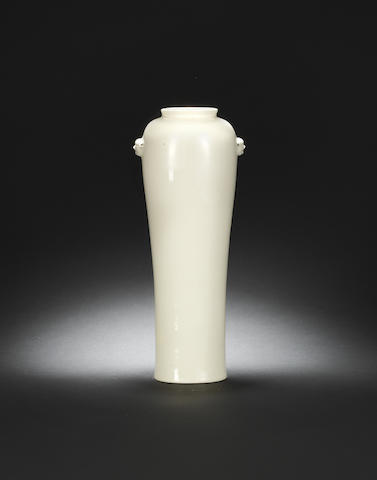 A rare large Dehua vase Kangxi