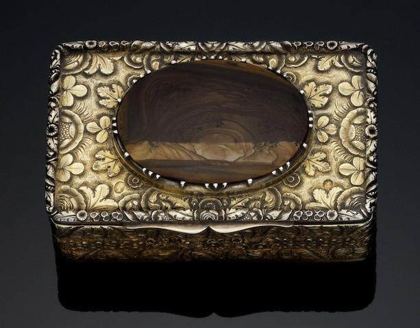 A unusual George IV Irish silver-gilt and agate snuff box With Hibernia mark and date letter for Dublin 1825, incuse stamped to the flange, Gardner