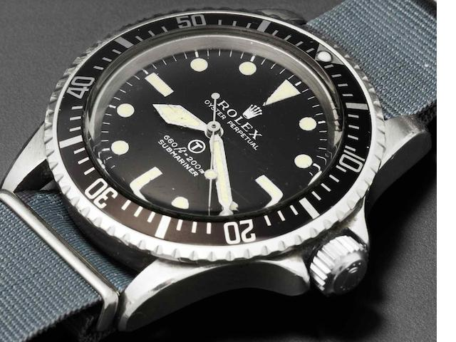 Rolex. A stainless steel automatic centre seconds military issue wristwatch Submariner, Ref:5513, Serial No.3764***, Issued 1974