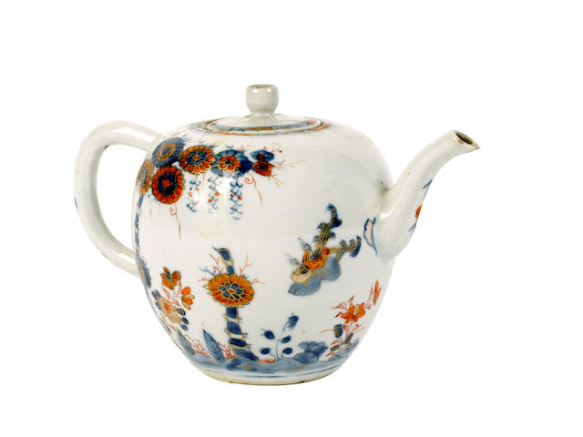 A Chinese Imari teapot and cover, 18th-19th century