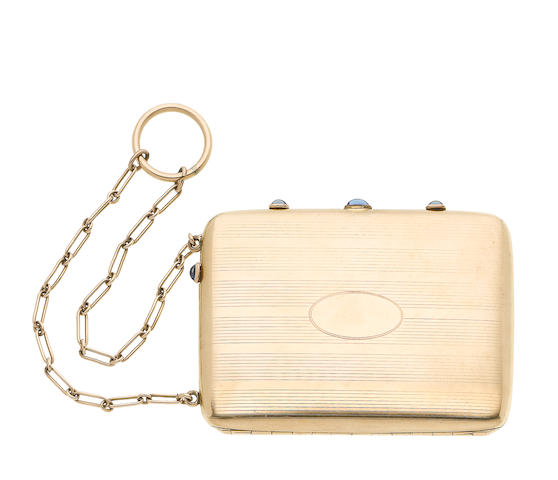 A vanity case (illustrated above)