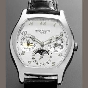 Patek Philippe. A very fine 18ct white gold automatic perpetual calendar wristwatch with phases of the moon Ref:5040, Case No.4208368, Movement No.3126192, Circa 2008