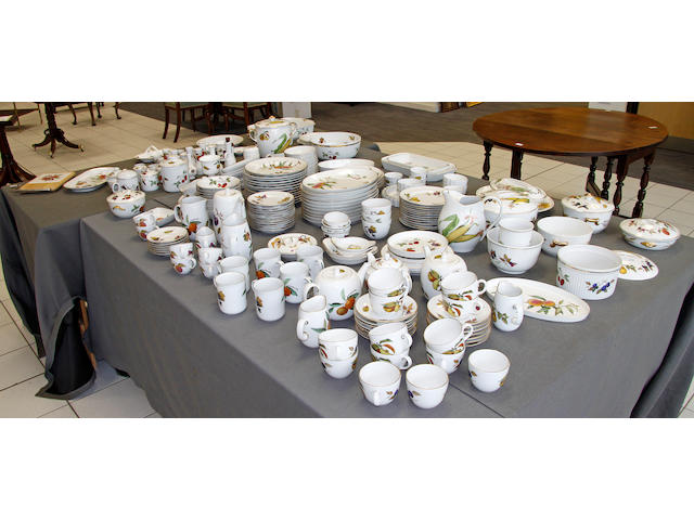 A extensive Royal Worcester Evesham pattern dinner and tea service