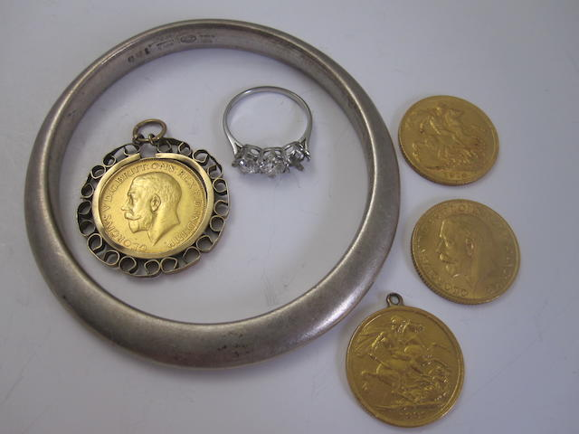 A small collection of jewellery and coins