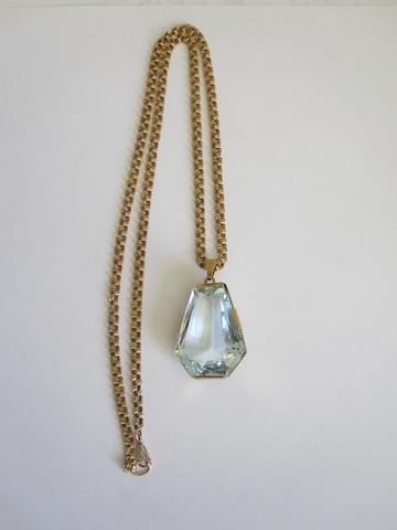 An aquamarine single-stone pendant