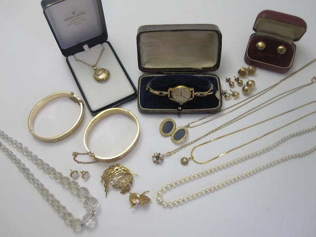 A large collection of jewellery