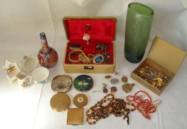 A small string of uniform coral beads, a string of dogs tooth coral, milleflori glass beads, 'tiger glass' beads, costume and dress jewellery, jewellery box, model gramophone Banbury crest, bowl Weymouth crest, toby jug Southsea crest, throne chair, Imari bottle vase, various compacts, and a Kosta opaque green glass oval section vase.
