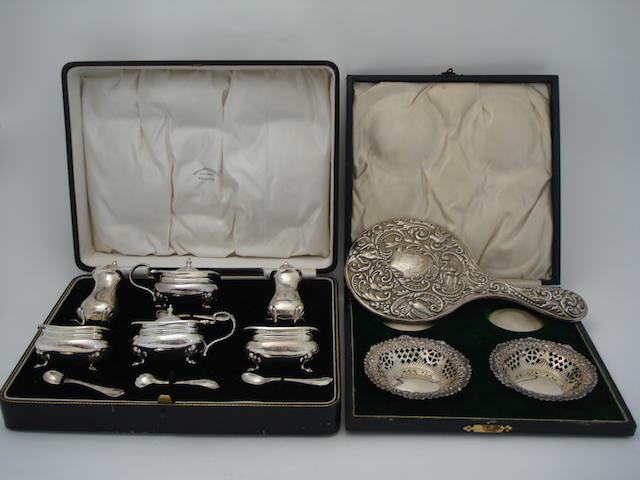 A cased silver cruet set By Daniel & Arter, Birmingham 1931