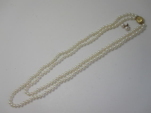 A cultured pearl necklace and a pair of cultured pearl earstuds