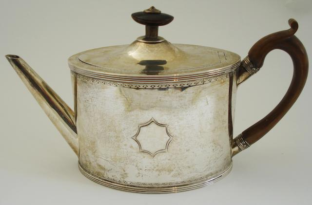A George III silver teapot By Henry Chawner, London 1789