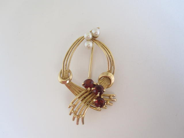 A 9ct gold cultured pearl and garnet brooch,