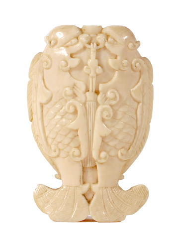 A Chinese ivory snuff bottle