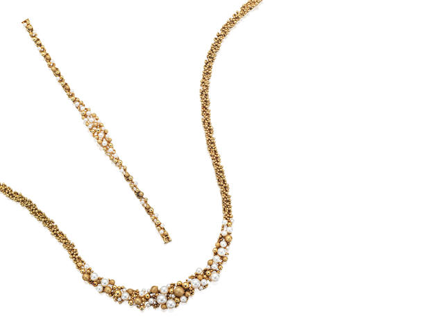 A gold and cultured pearl necklace and bracelet suite,