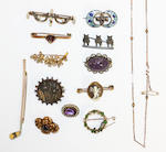 A collection of Victorian and later brooches (15)