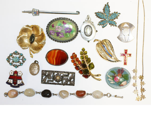 A collection of jewellery, a sovereign and two half sovereigns,