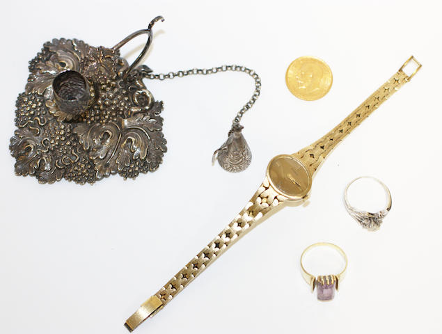 A collection of jewellery items, (5)