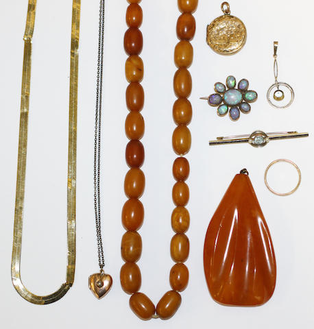 A collection of jewellery items, (9)