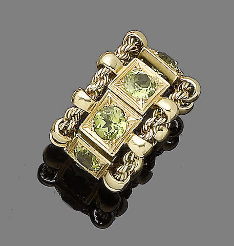 A peridot flexible eternity ring