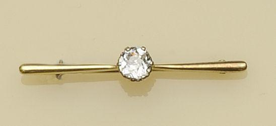 A single stone diamond bar brooch