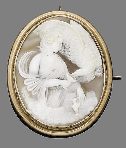 A gold and shell cameo brooch,