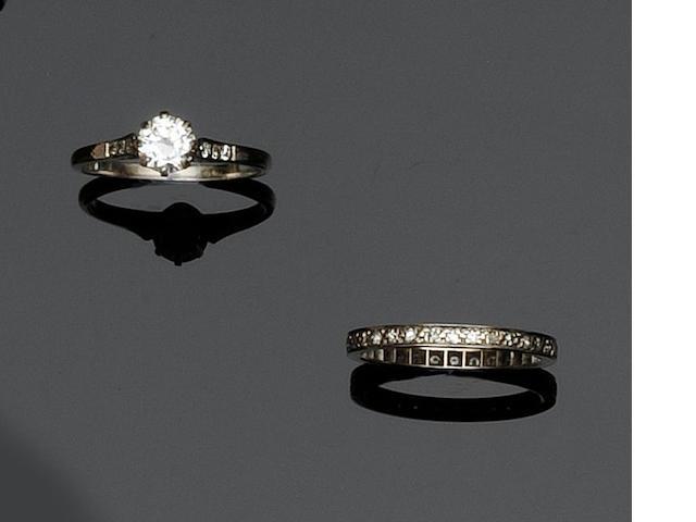A diamond single stone ring  (2)