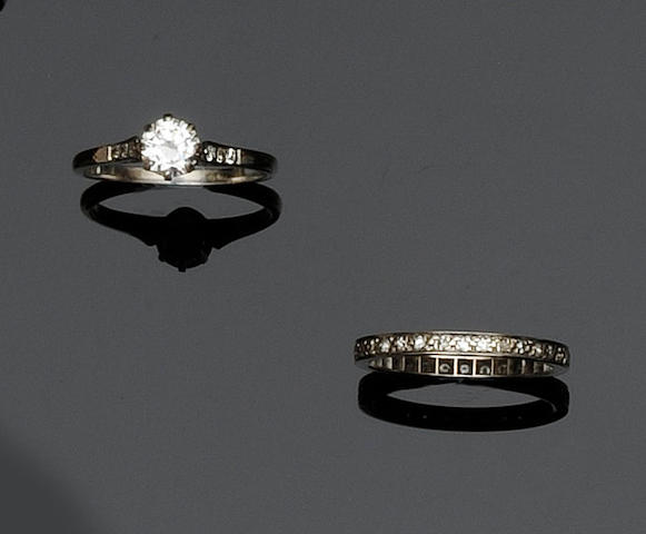 A diamond single stone ring  (2)