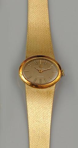 Eternamatic: A lady's wristwatch