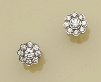 A pair of diamond cluster earstuds