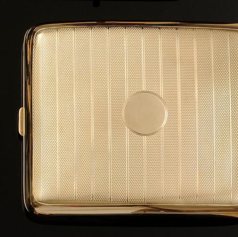 A 9ct gold rectangular cigarette case