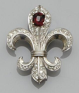 A gem set fleur-de-lys brooch