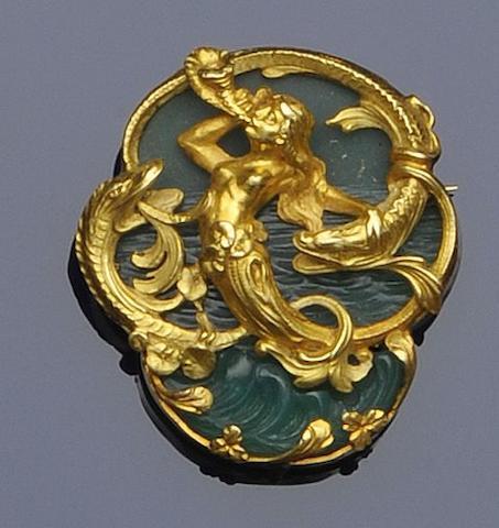An Art Nouveau style chrysoprase brooch