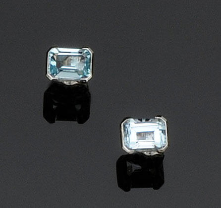 A pair of aquamarine earstuds