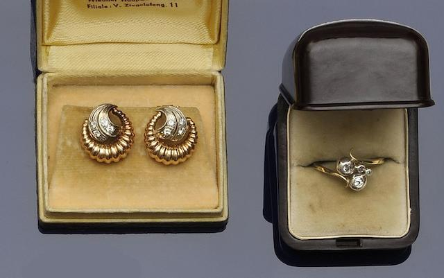 A diamond crossover ring and a pair of diamond earclips, circa 1950 (2)
