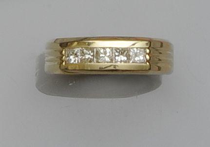 A gentleman's diamond five stone ring