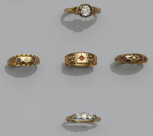 A diamond single stone ring  (5)