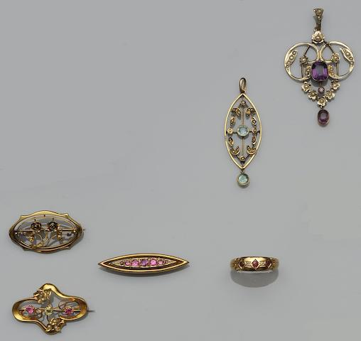 A collection of early 20th century jewellery (6)