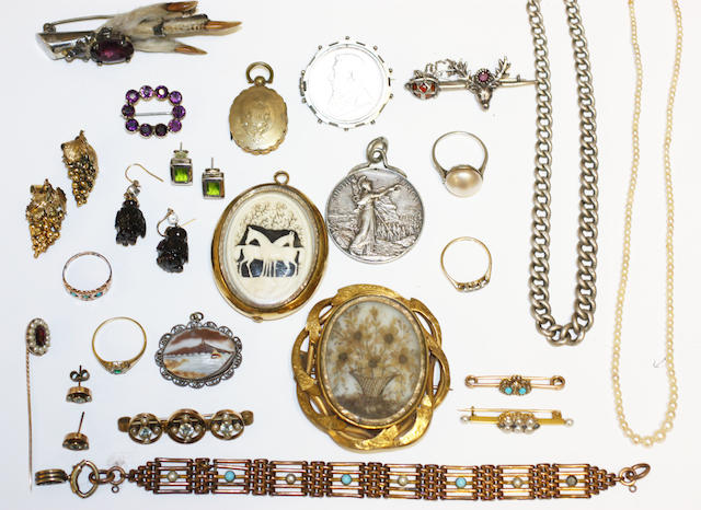 A quantity of jewellery and costume jewellery,