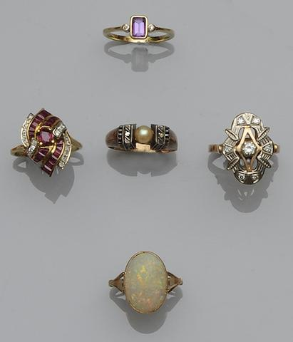 A collection of dress rings (6)